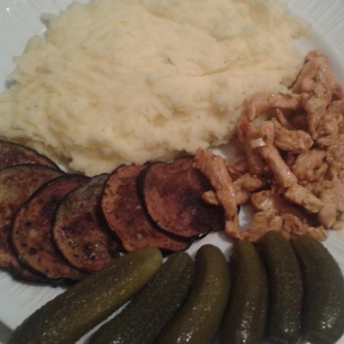 Ezen a képen: Fűszeres csirkemell csíkok sült padlizsánnal