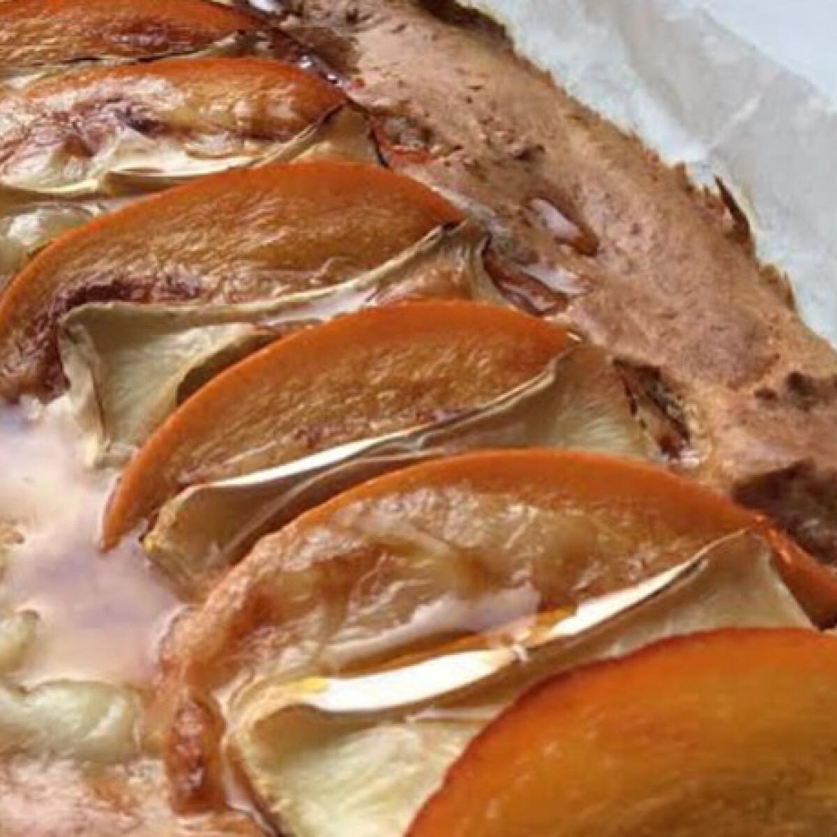 Ezen a képen: Bazsalikomos pite datolyaszilvával és camembert sajttal