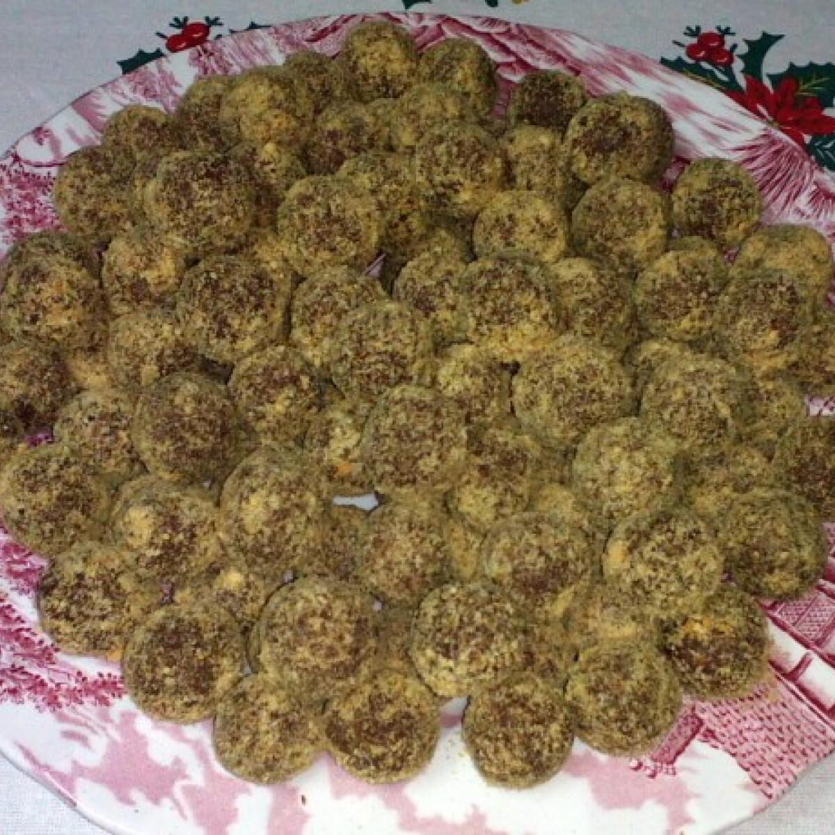 Ezen a képen: Kekszes mogyorós gombócok