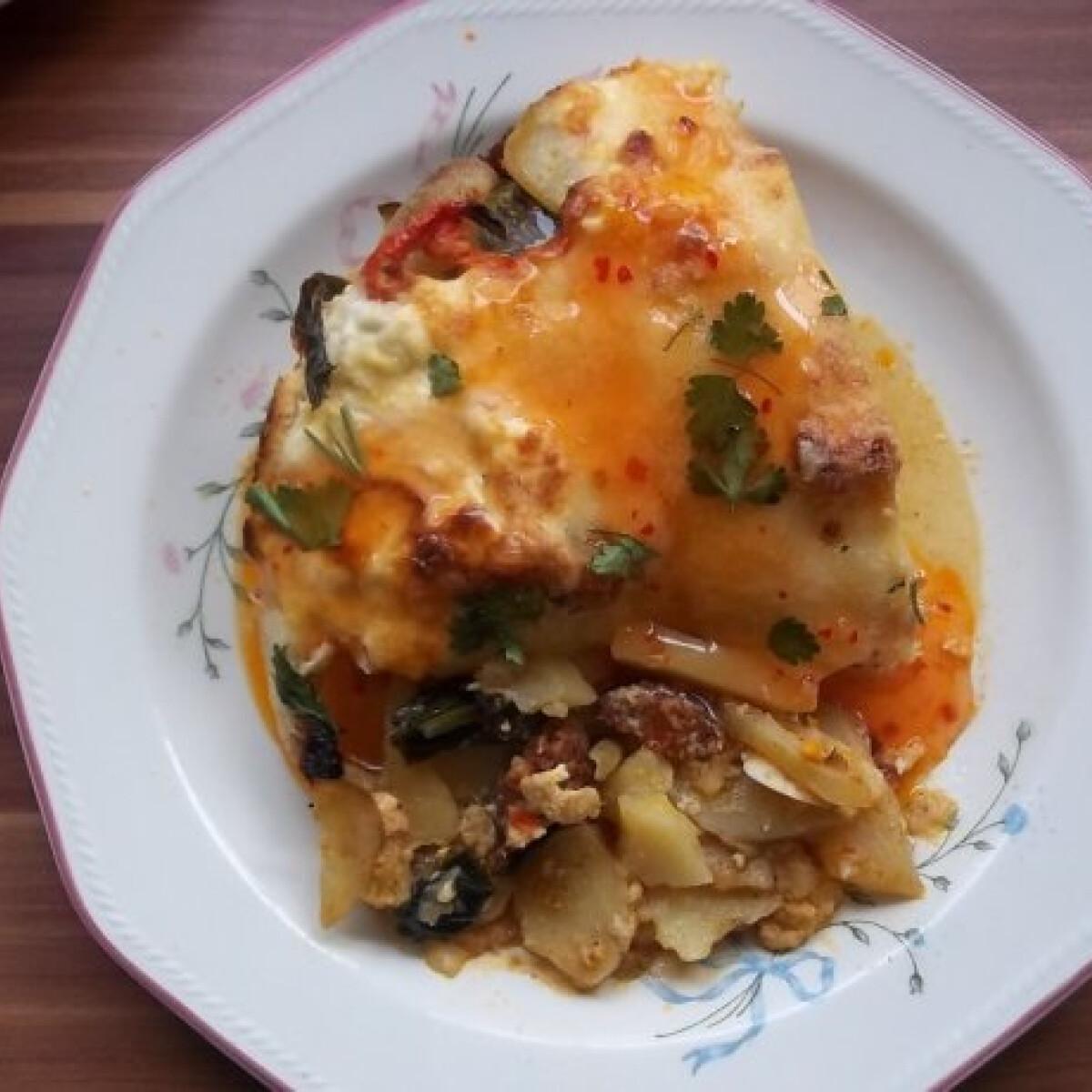 Ezen a képen: Medvehagymás paraszt rakott krumpli