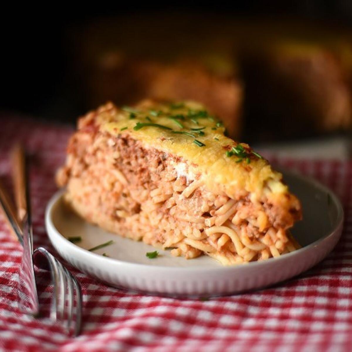 Ezen a képen: Szaftos spagettitorta