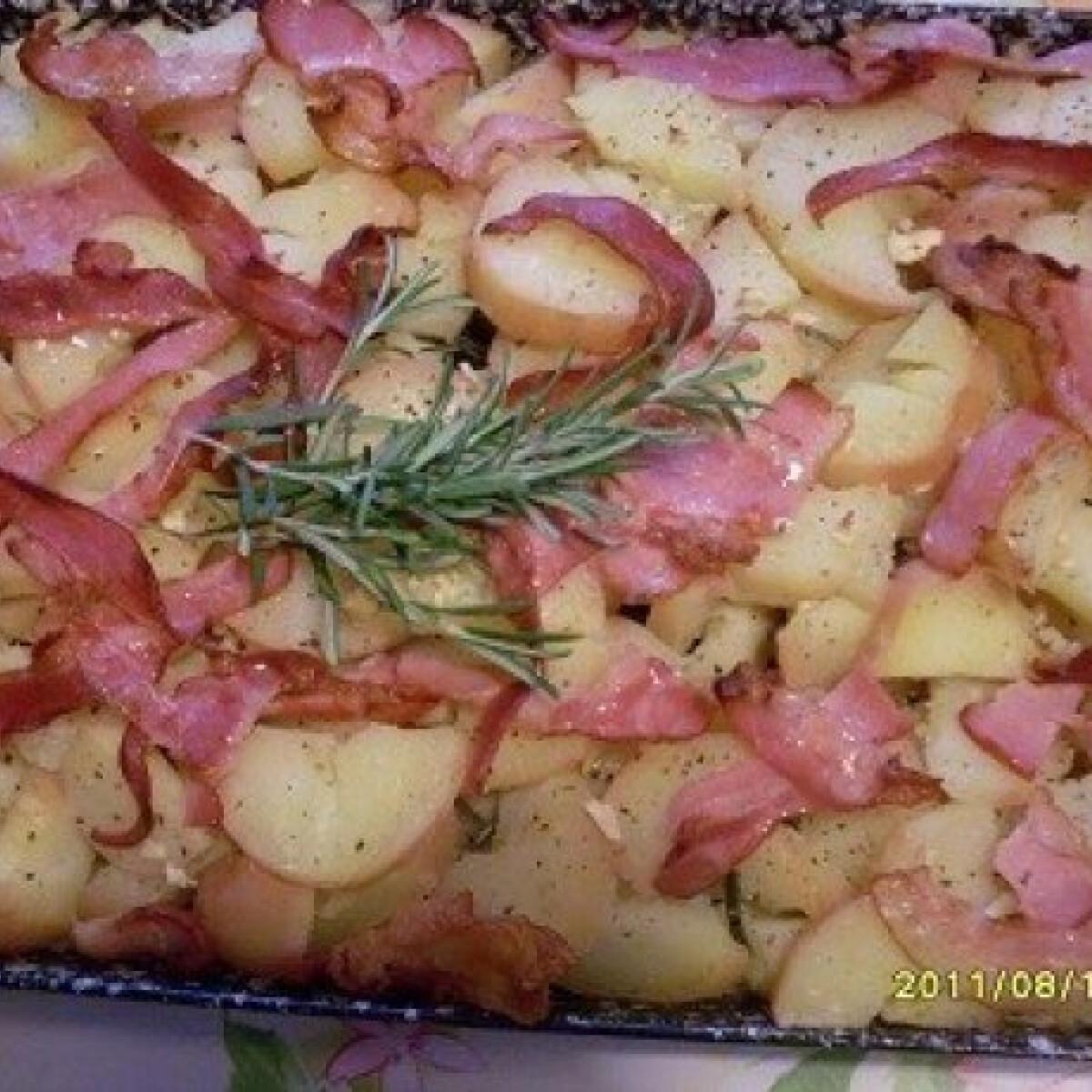 Ezen a képen: Rozmaringos-baconos tepsis krumpli