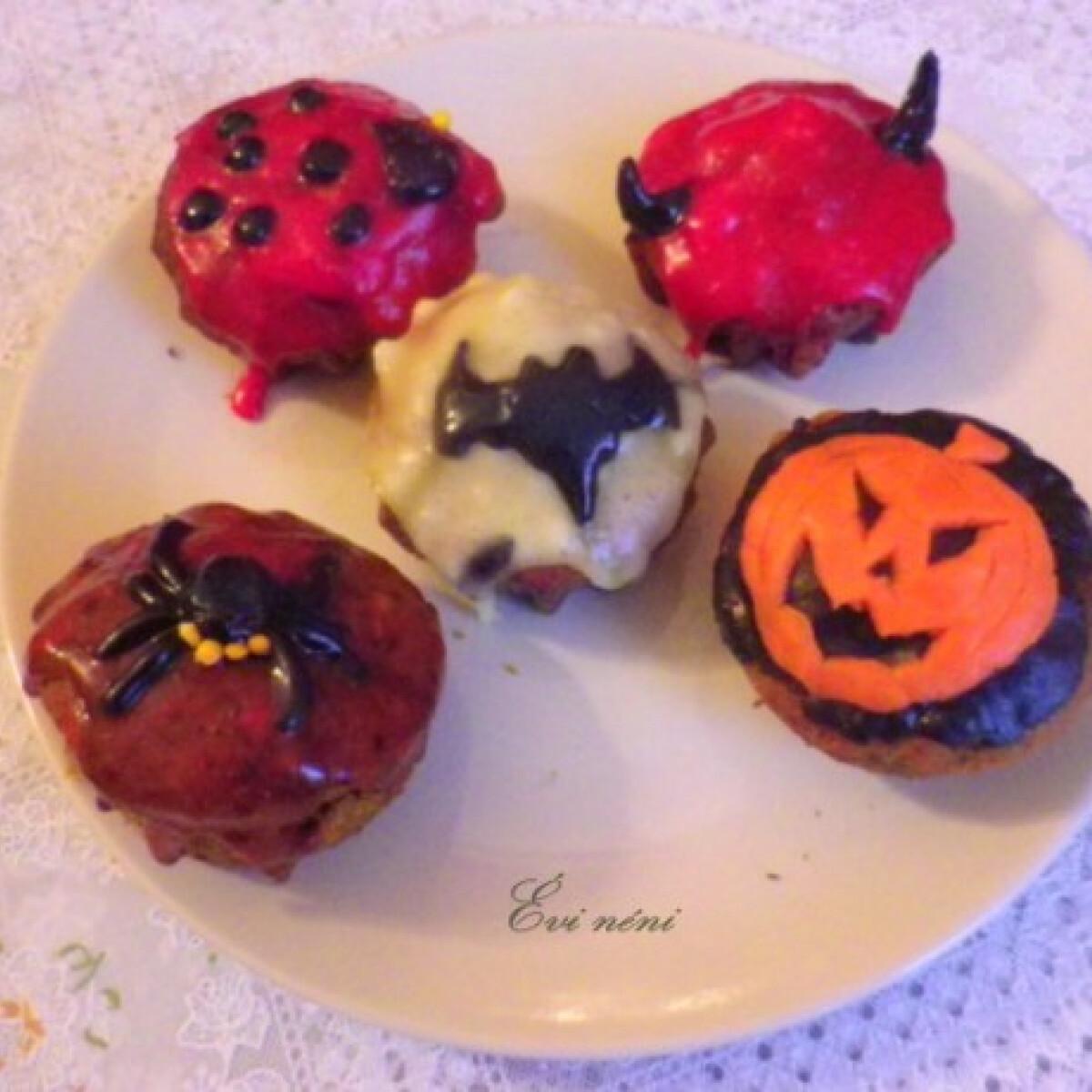 Ezen a képen: Halloweeni muffinok Évi nénitől