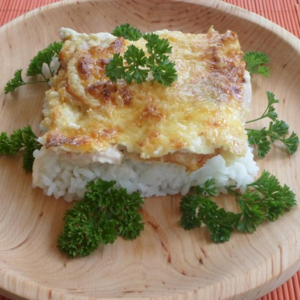 Csirkés-sonkás rizs Mornay-mártásban
