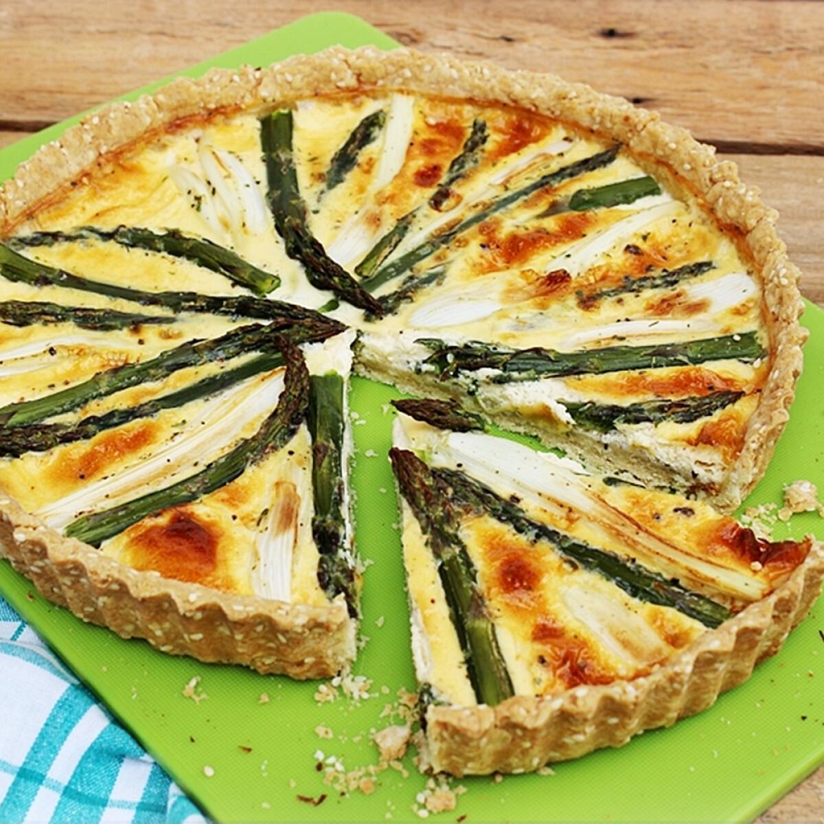 Ezen a képen: Hagymás-spárgás sós pite