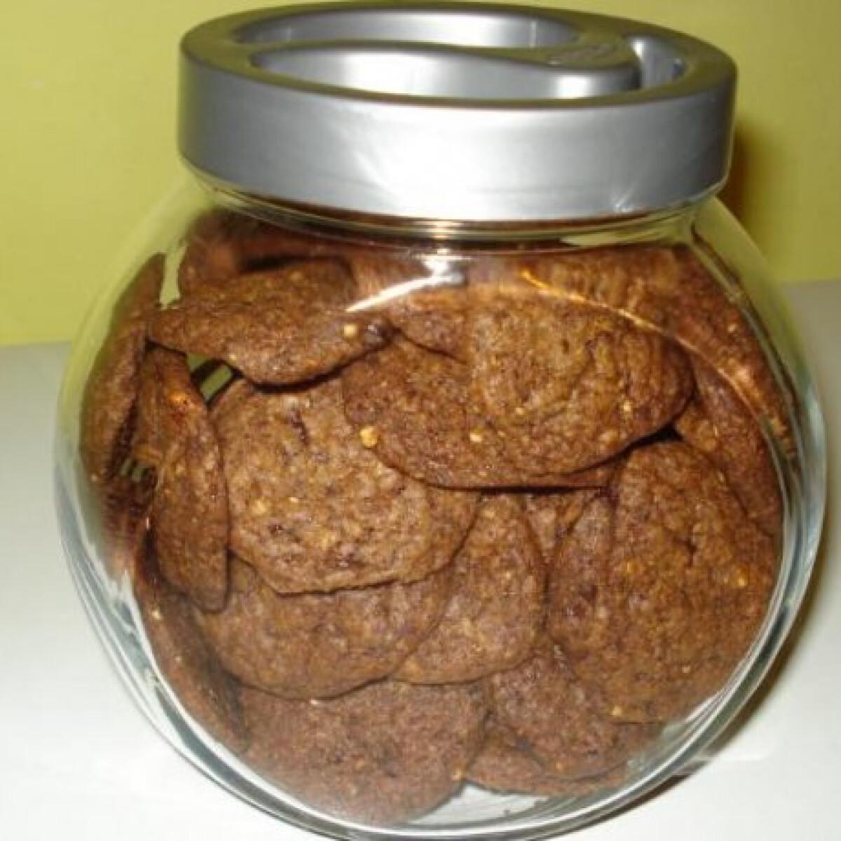 Ezen a képen: Csokis-kókuszos keksz mogyoróval