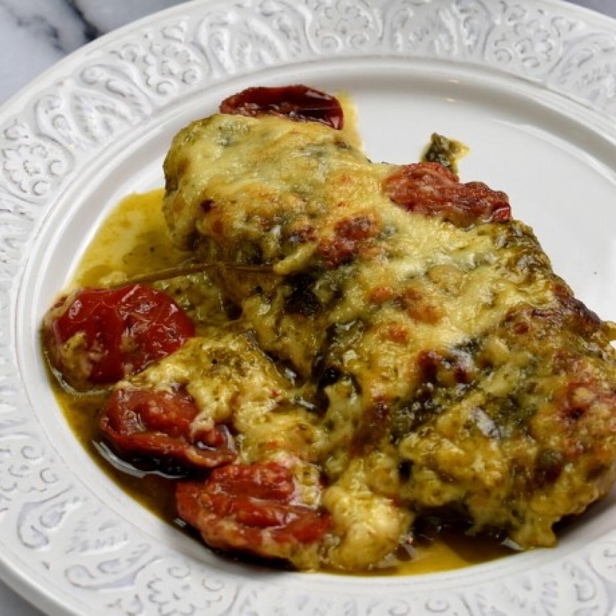 Ezen a képen: Pestos csirke Dukai Reginától