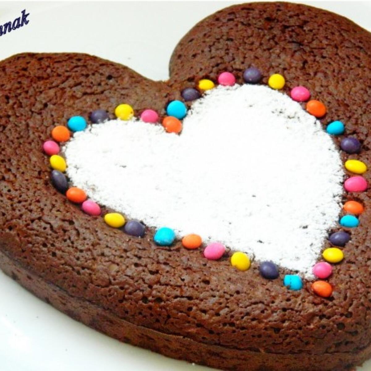 Ezen a képen: Triplacsokis torta