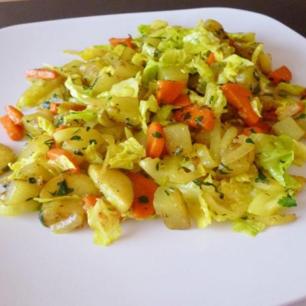 Ezen a képen: Tárkonyos pirított zöldségek