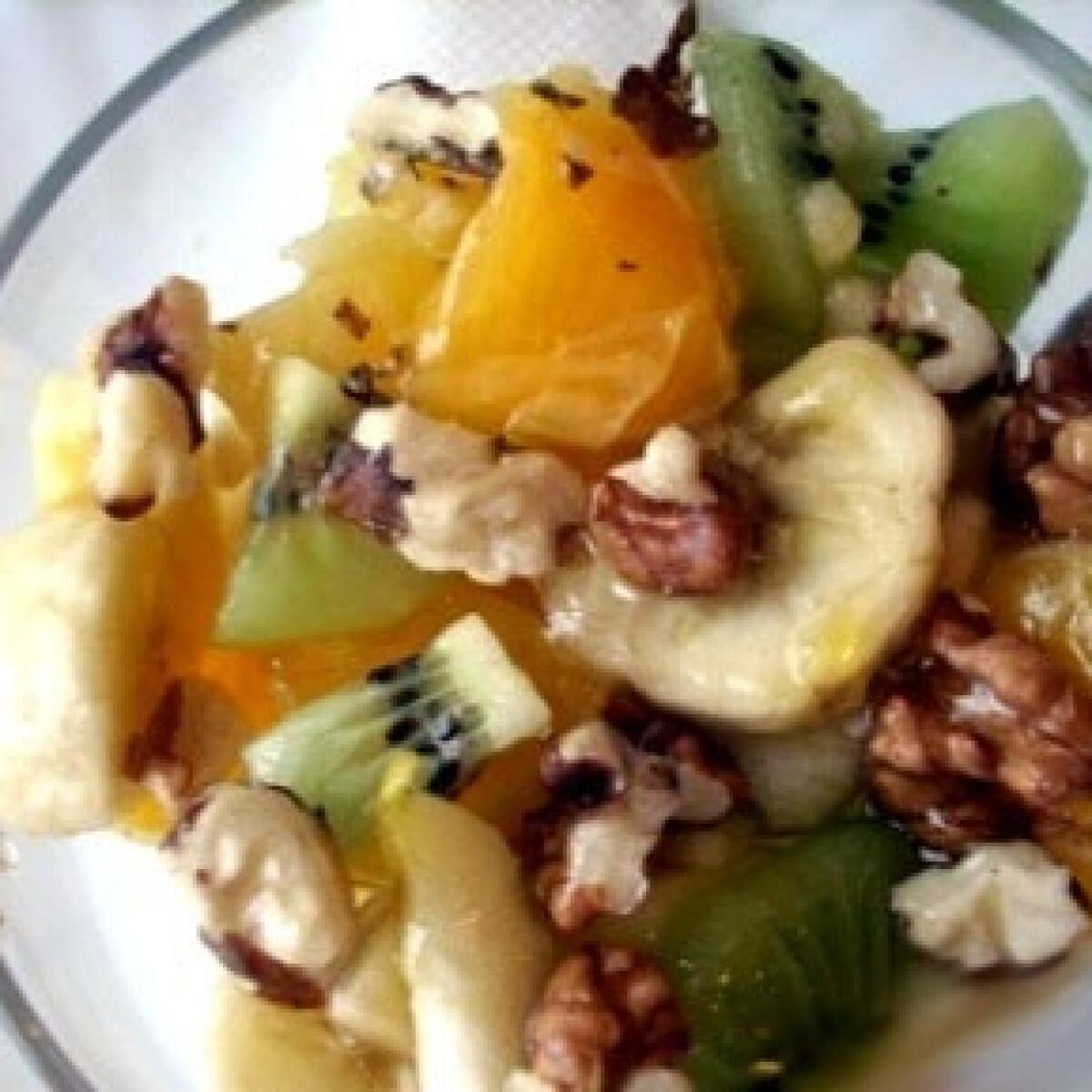 Ezen a képen: Télbúcsúztató gyümölcssaláta