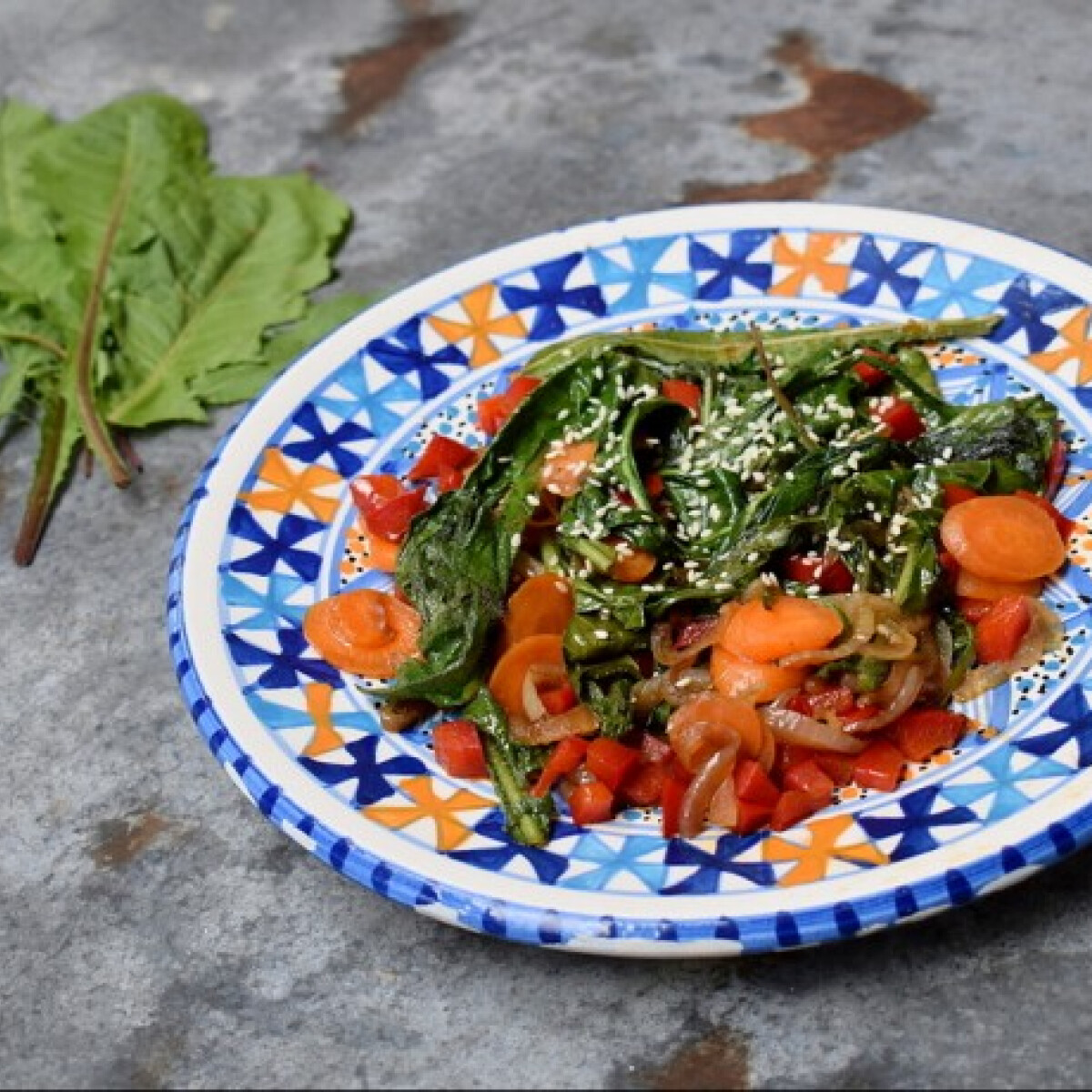Ezen a képen: Pirított-zöldséges pitypangsaláta