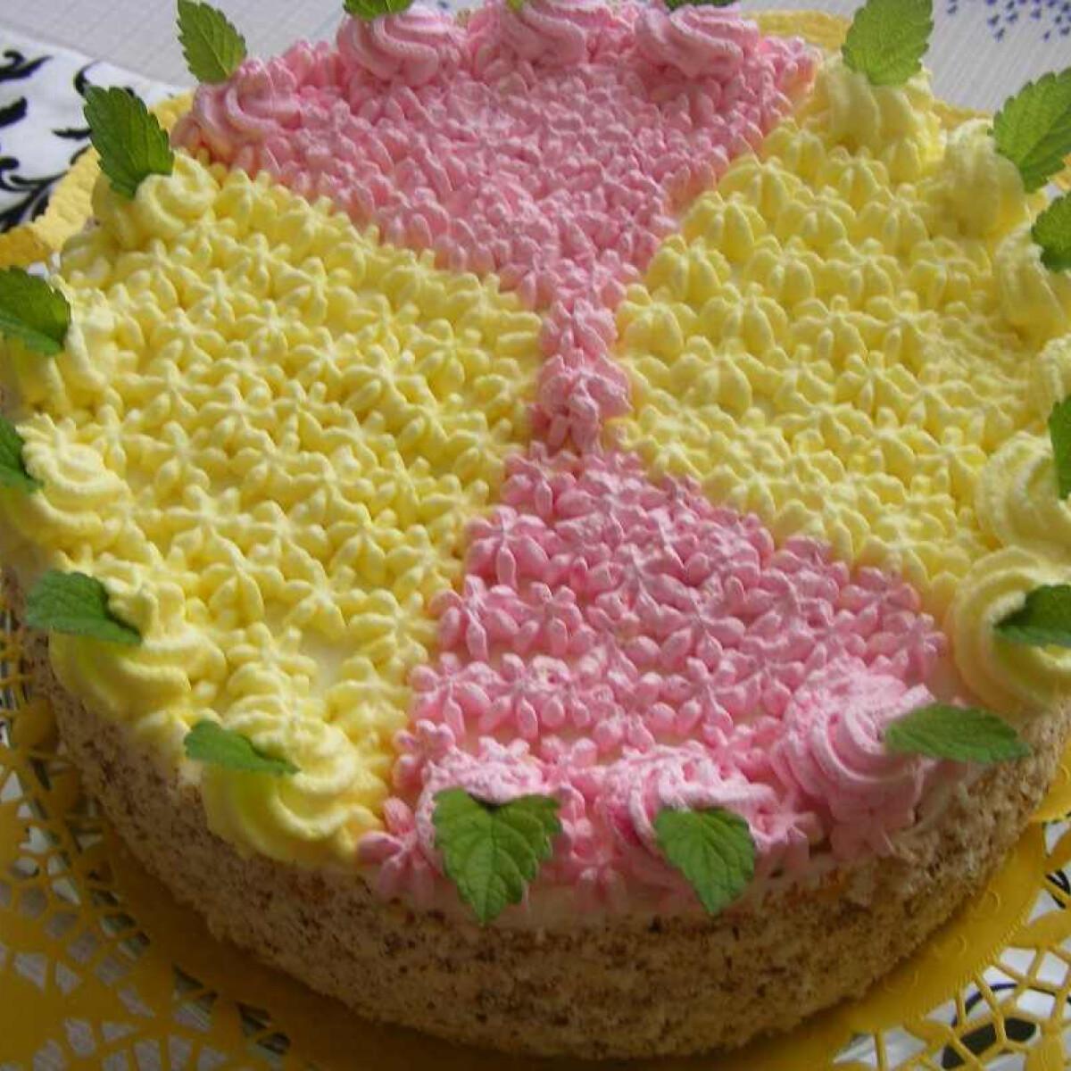 Ezen a képen: Gyümölcskrémes torta Mara konyhájából