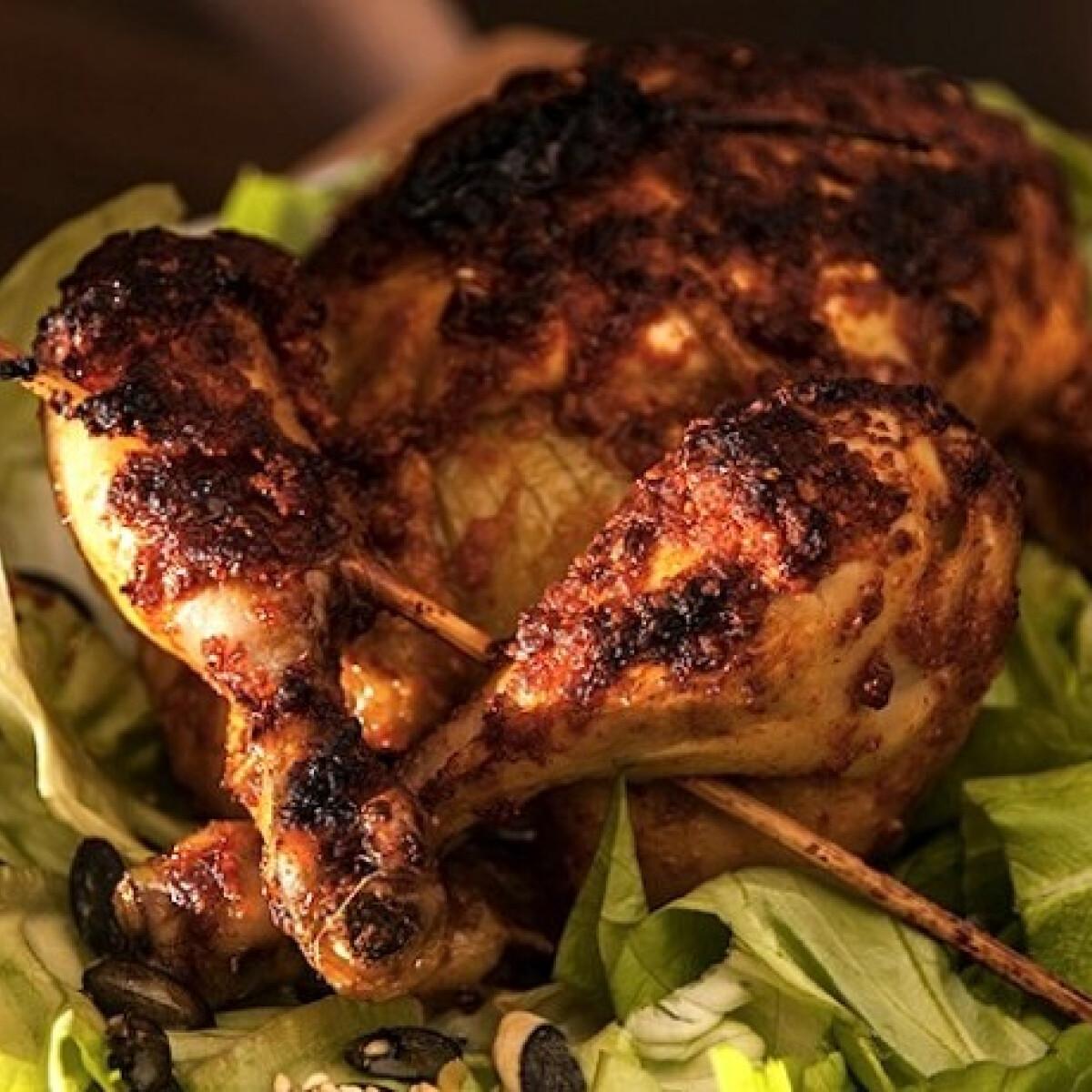 Pikáns csirke egészben sütve