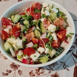 Tavaszi görög saláta