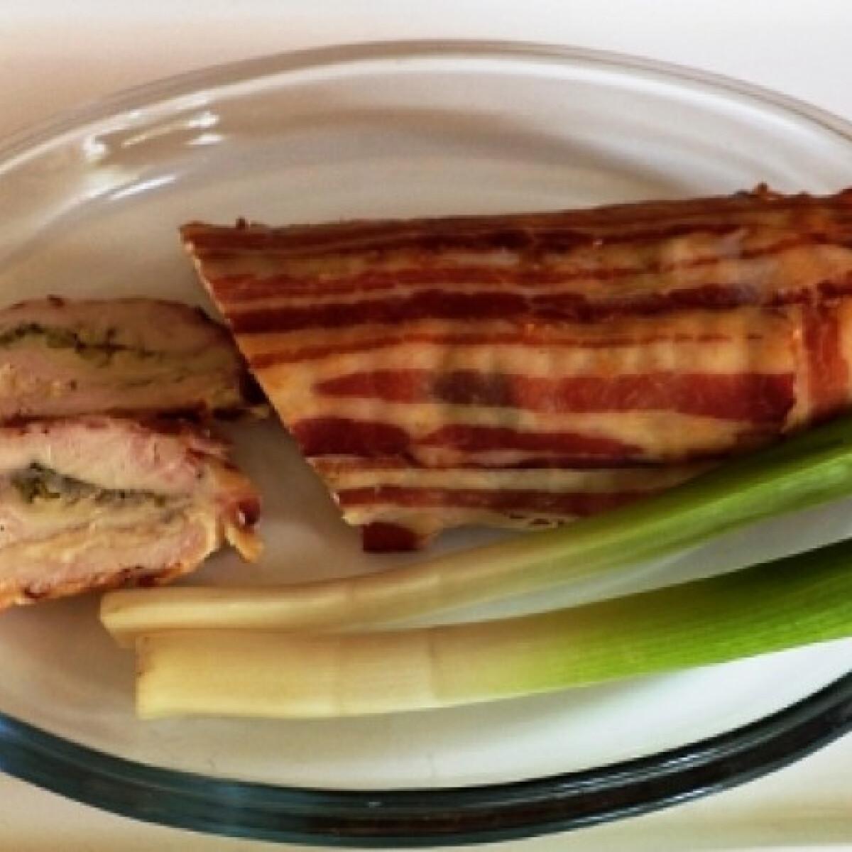 Ezen a képen: Kétsajtos-baconos csirkemell Gabystól