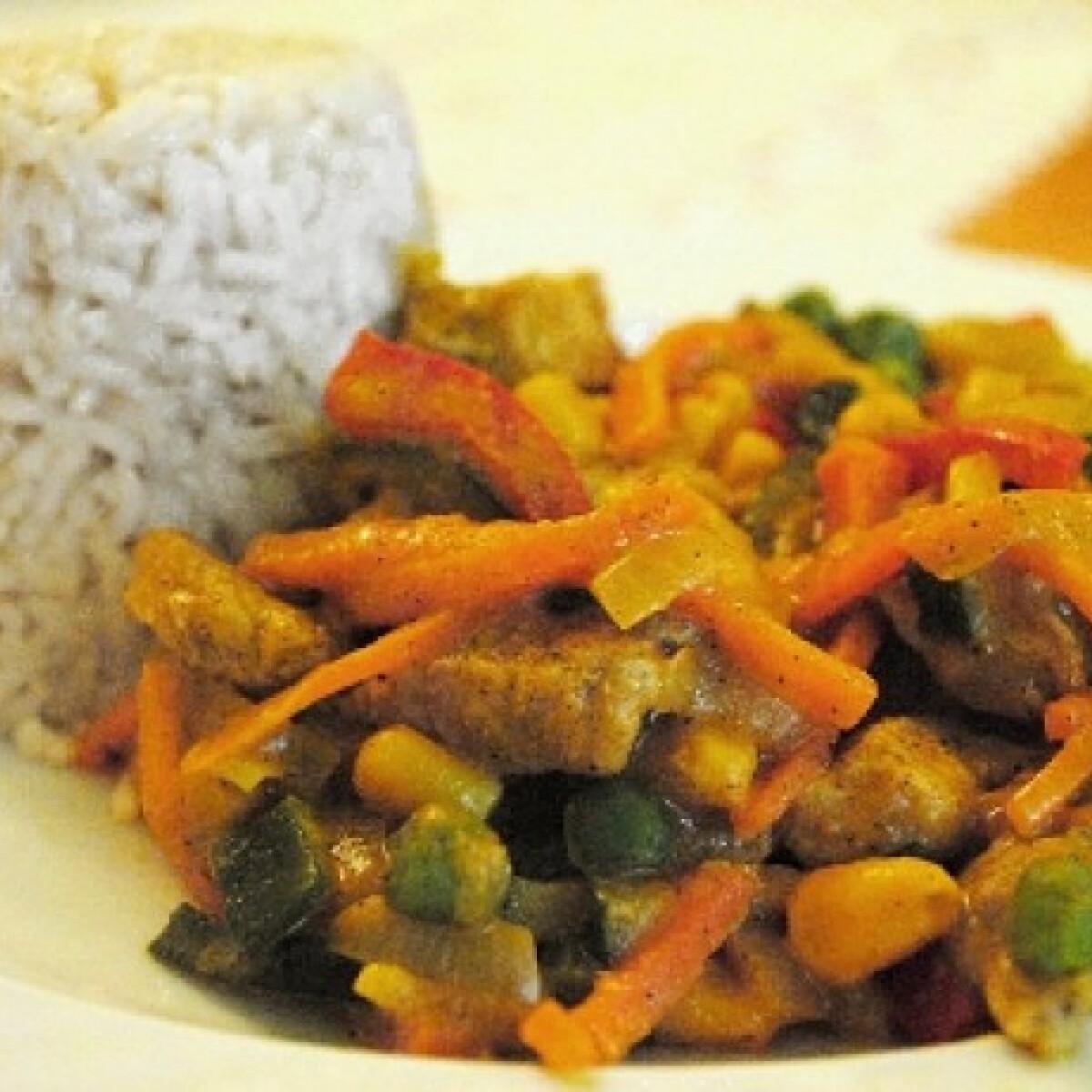 Ezen a képen: Zöldséges sertéscsíkok wokban