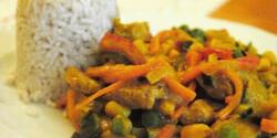Zöldséges sertéscsíkok wokban