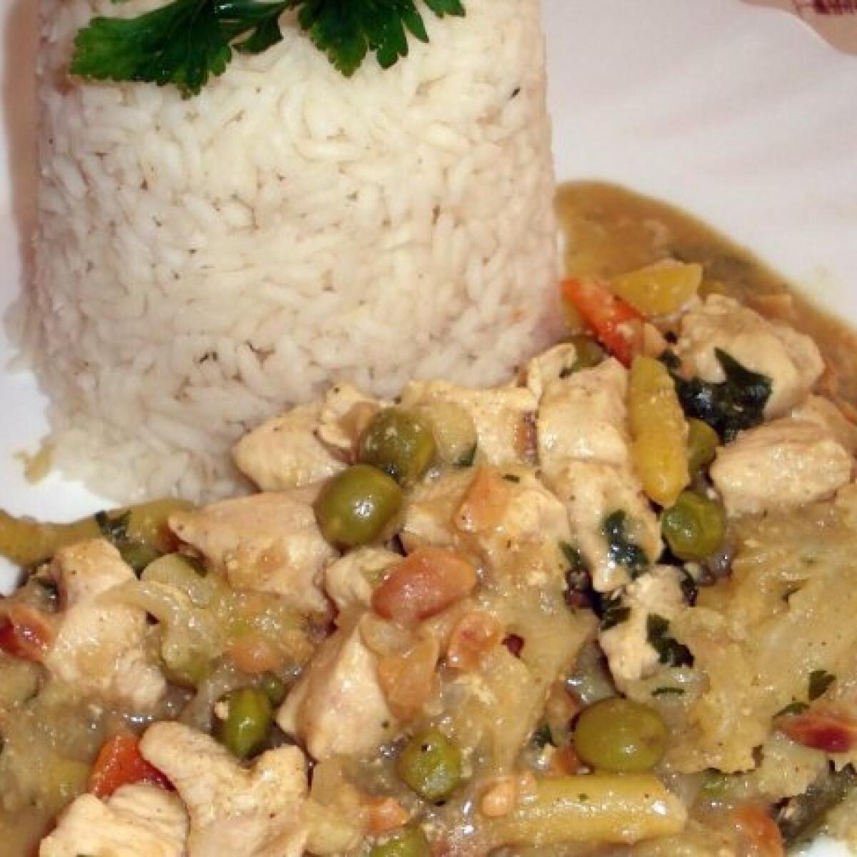 Ezen a képen: Kókuszos csirke curry Eszti konyhájából