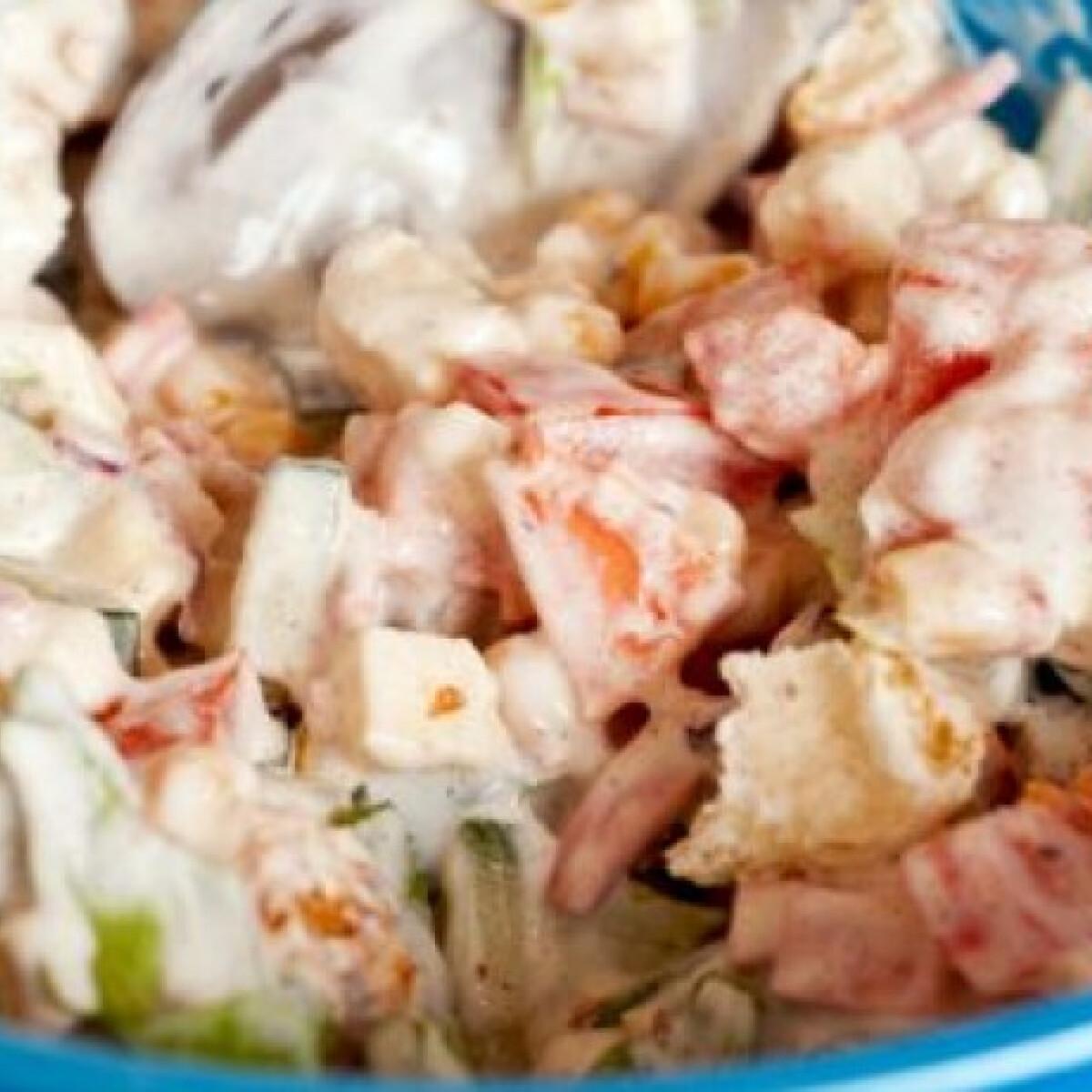 Ezen a képen: Mozzarellás saláta Szisszi konyhájából