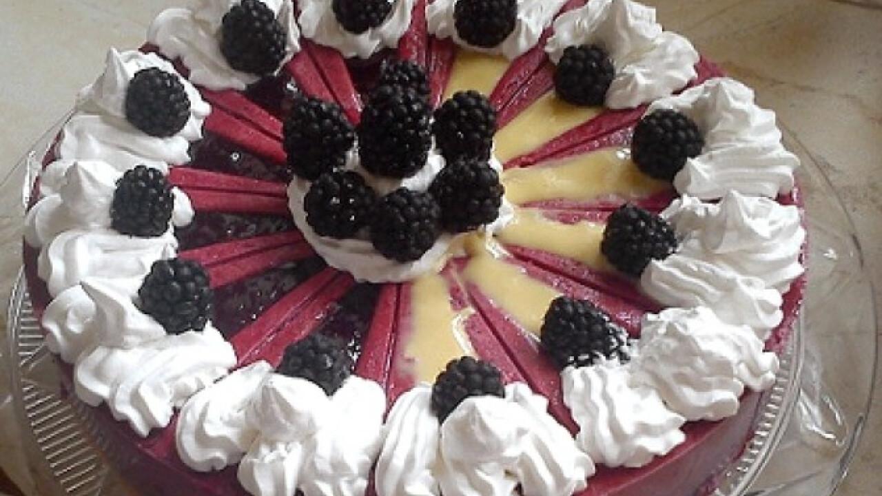 Szederkrém torta Zila tortaformában