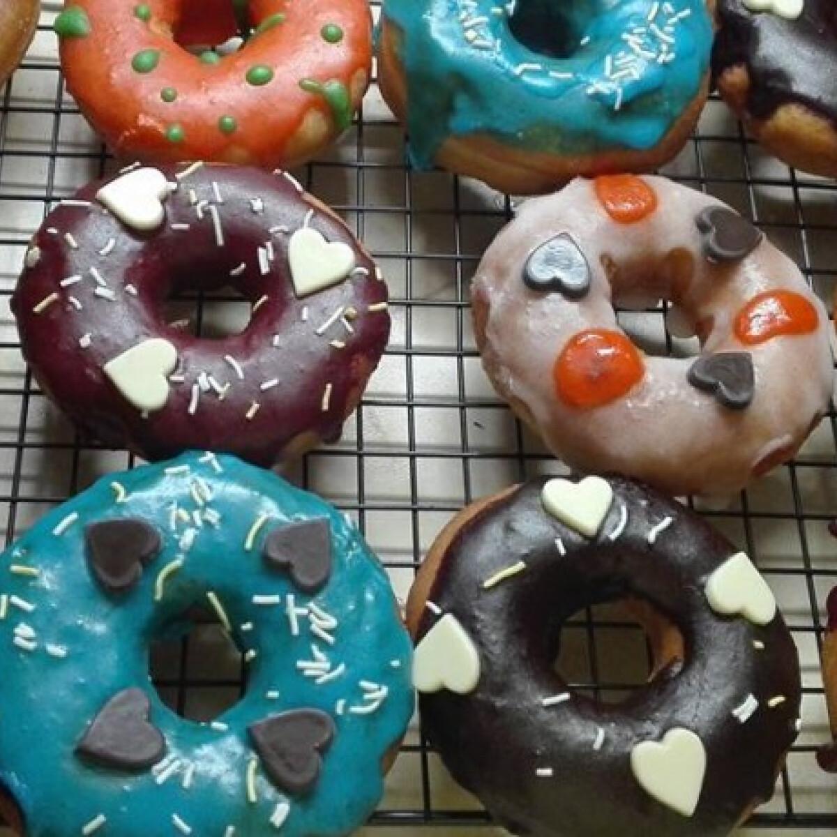 Ezen a képen: Amerikai fánk - Donut