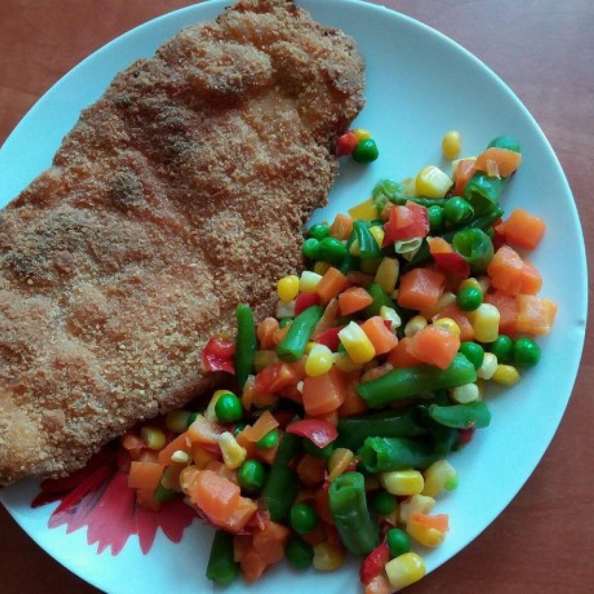 Ezen a képen: Rántott csirkemell egészségesen