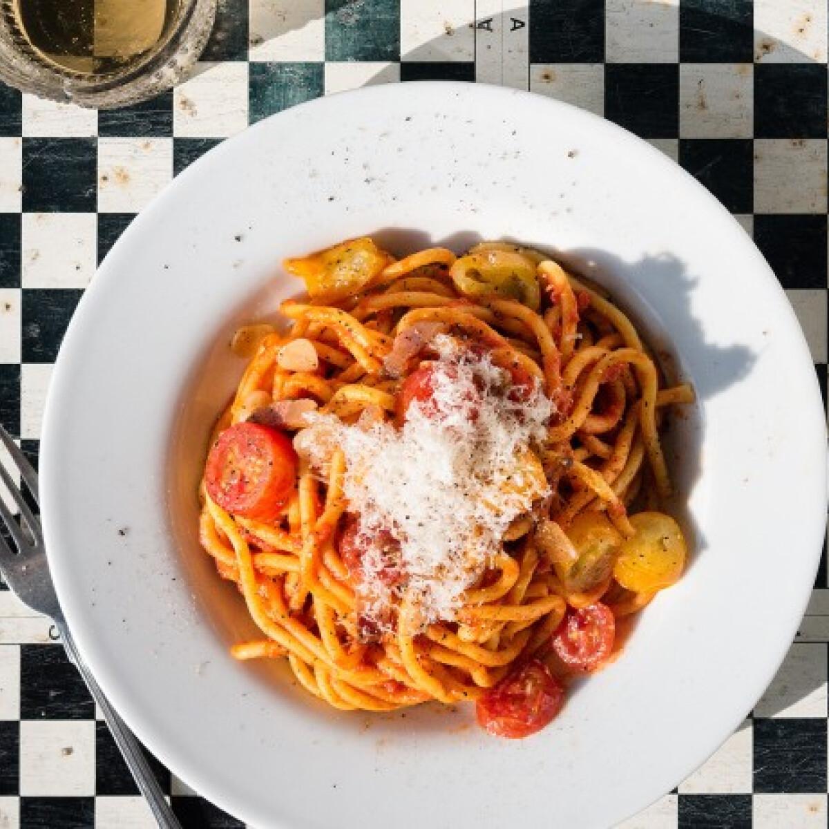Csípős paradicsomos spagetti szalonnával