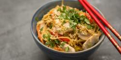 Kínai pirított tészta csirkével