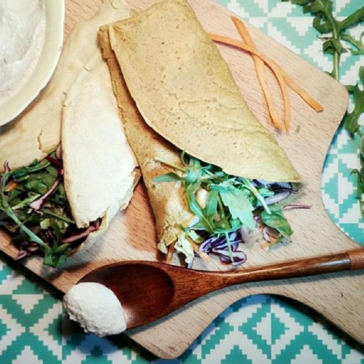 Ezen a képen: Zab wrap pirított tofuval és kesutejföllel