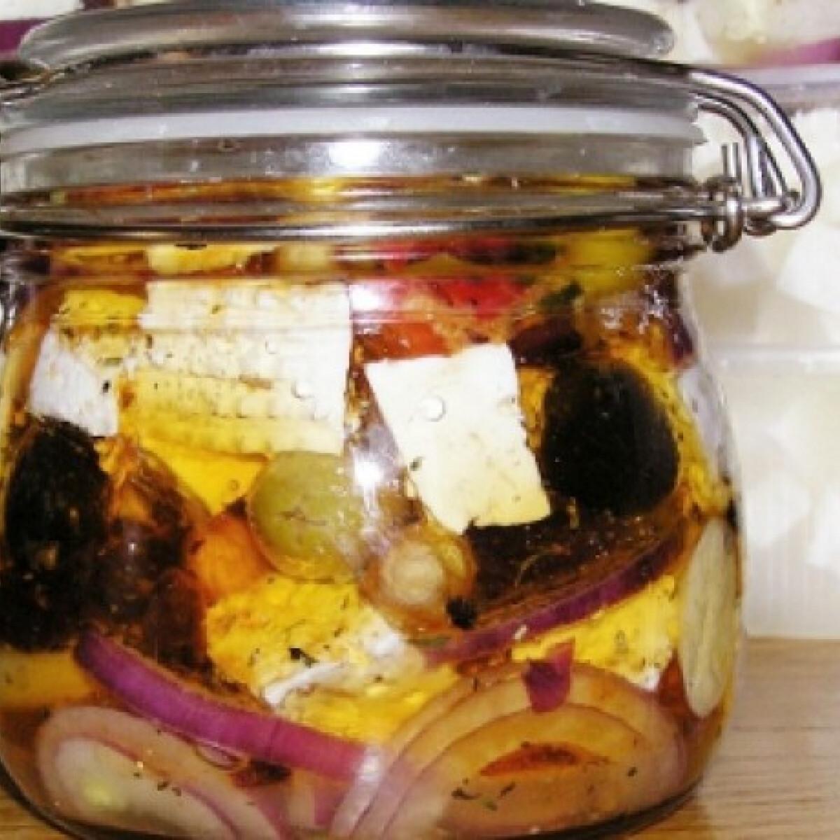 Fűszeres lilahagymás rakott sajt