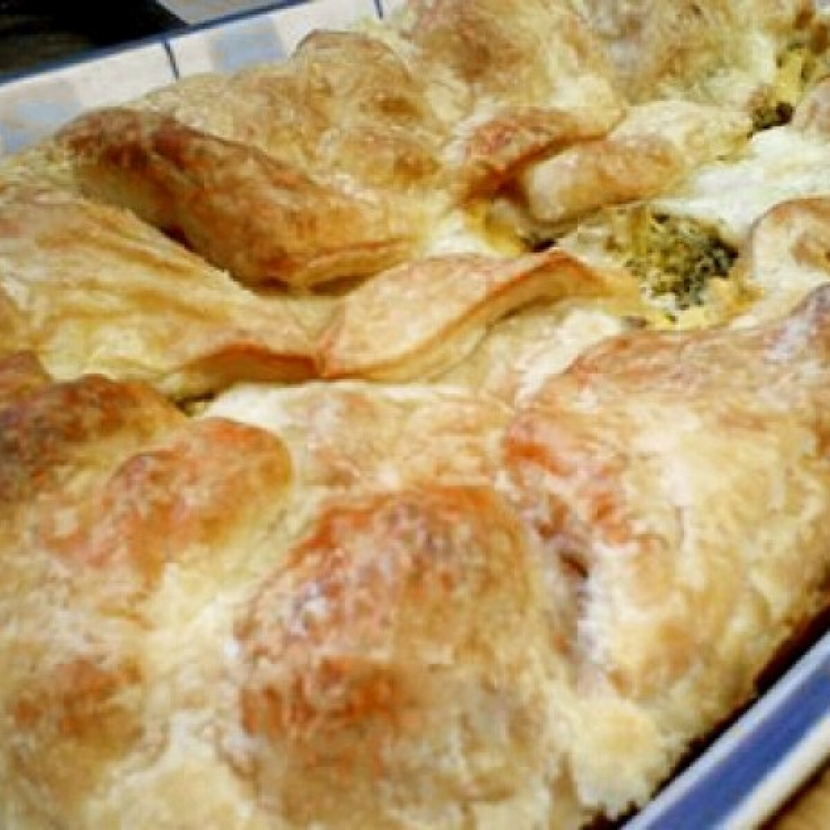 Ezen a képen: Brokkoli leveles tésztában Puzsitól