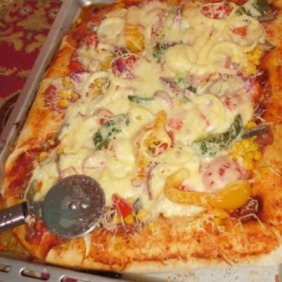 Ezen a képen: Bőség pizza Morzácskától