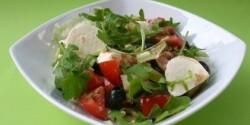 Mozzarellás-tonhalas saláta