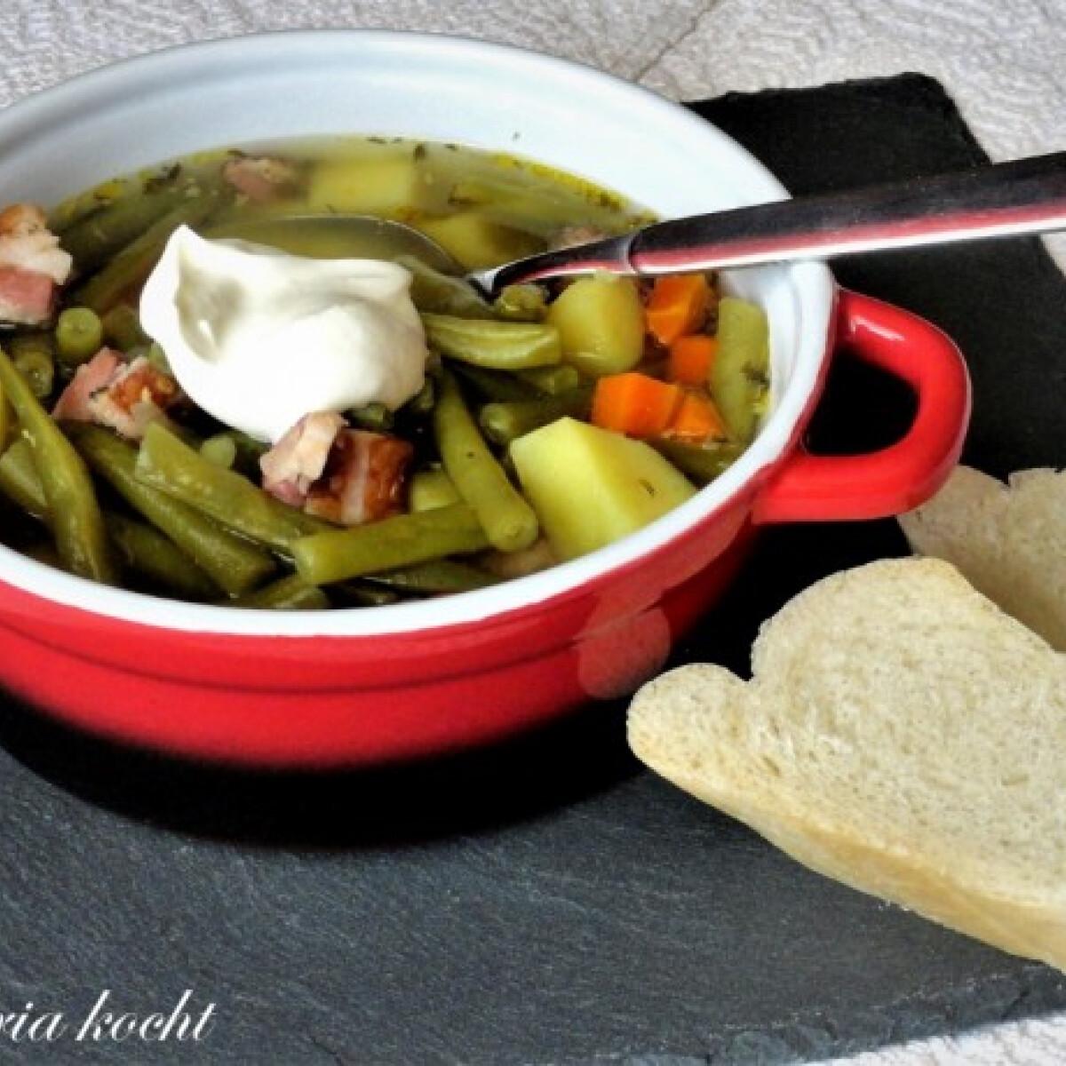 Ezen a képen: Zöldbableves sonkával