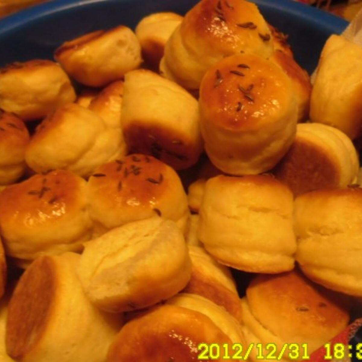 Ezen a képen: Juhtúrós pogácsa ahogy helena készíti