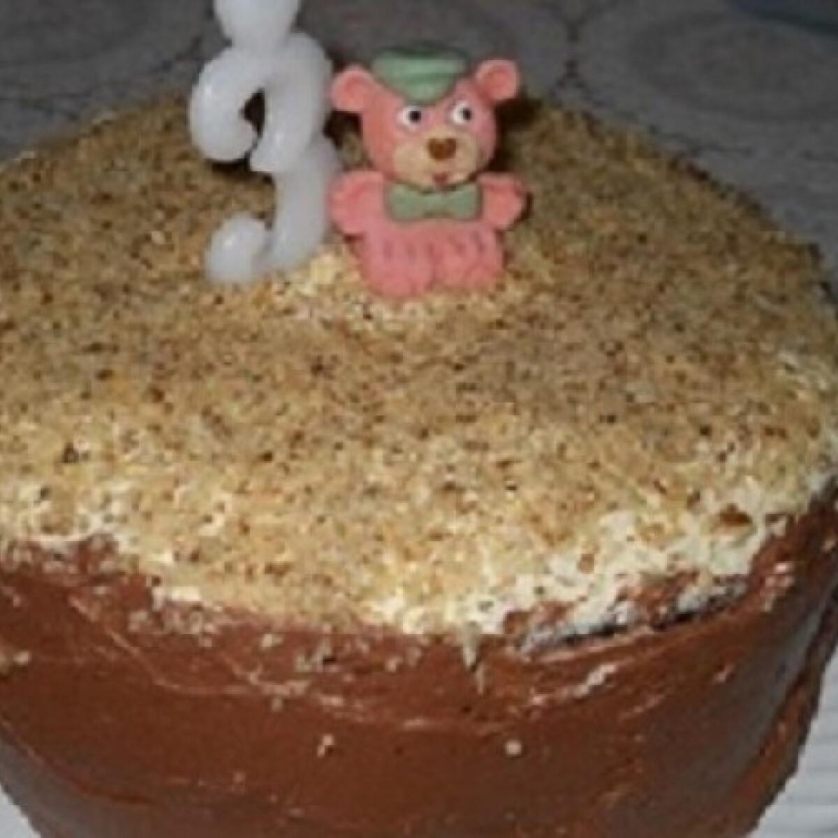 Ezen a képen: Diós-kakaós torta tucsok konyhájából