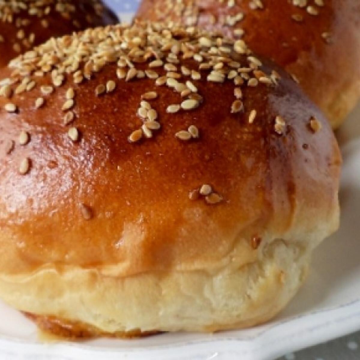 Ezen a képen: Hamburgerzsemle Tündér konyhájából