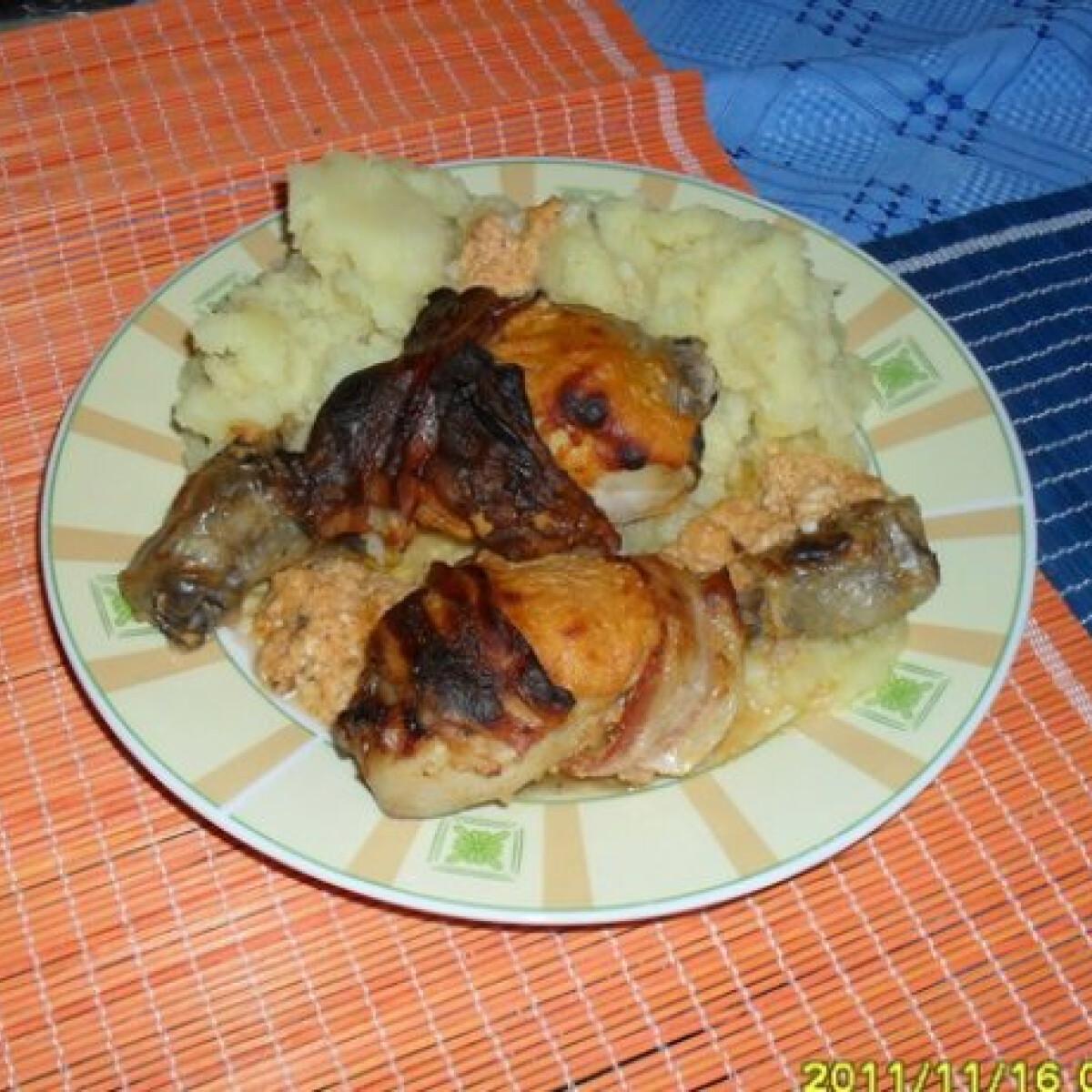 Ezen a képen: Fűszeres - túrós csirkecomb
