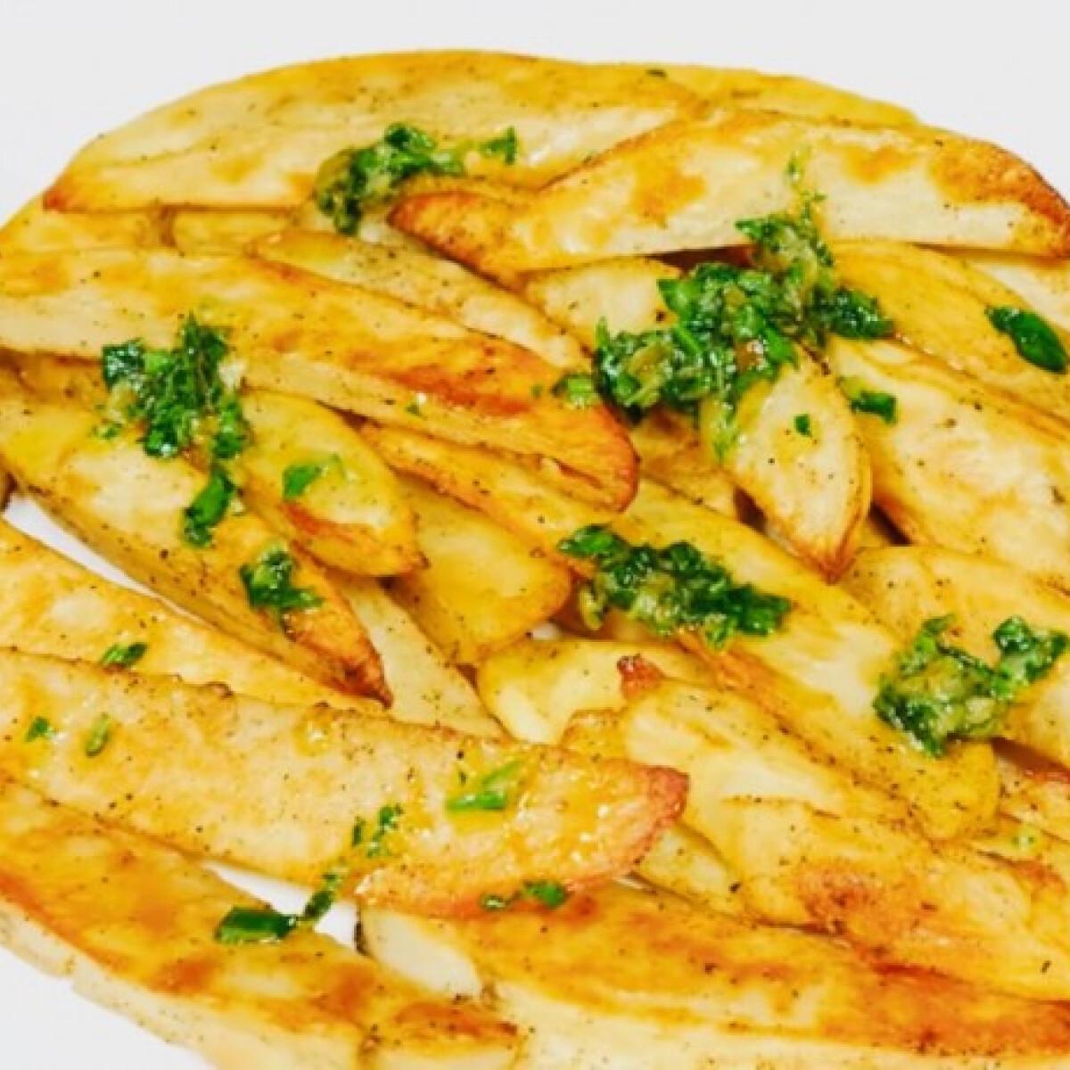 Ezen a képen: Fokhagymás petrezselymes sült krumpli