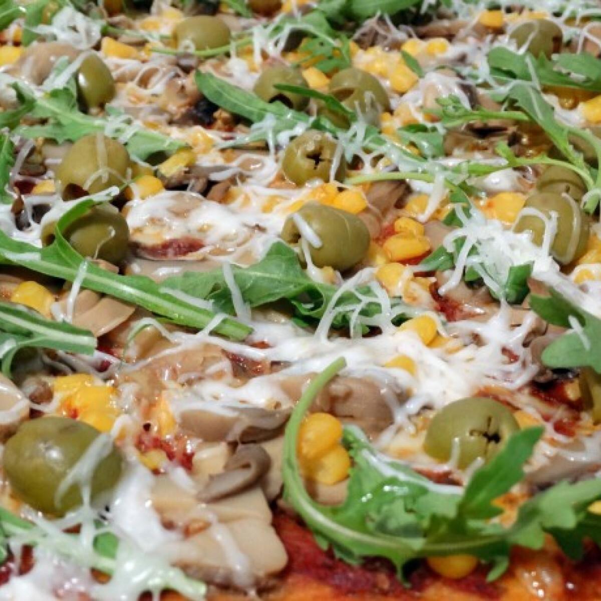 Ezen a képen: Pizza a'la Konyha Tündi