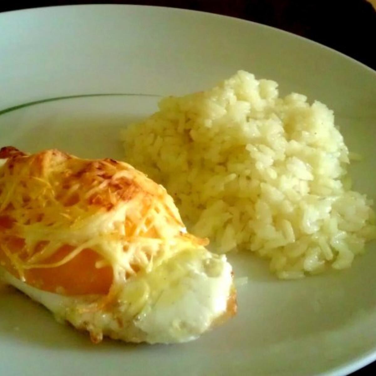 Ezen a képen: Tejfölös-barackos csirke