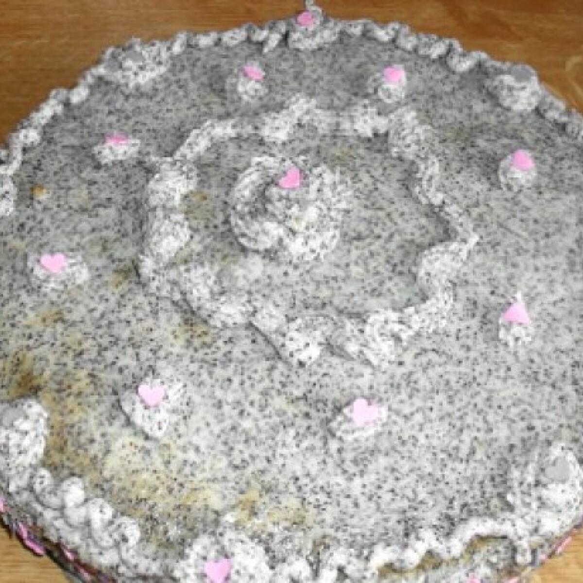 Ezen a képen: Mákos-vaníliás torta