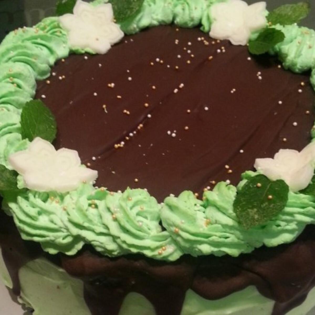 Ezen a képen: After Eight torta Maya konyhájából