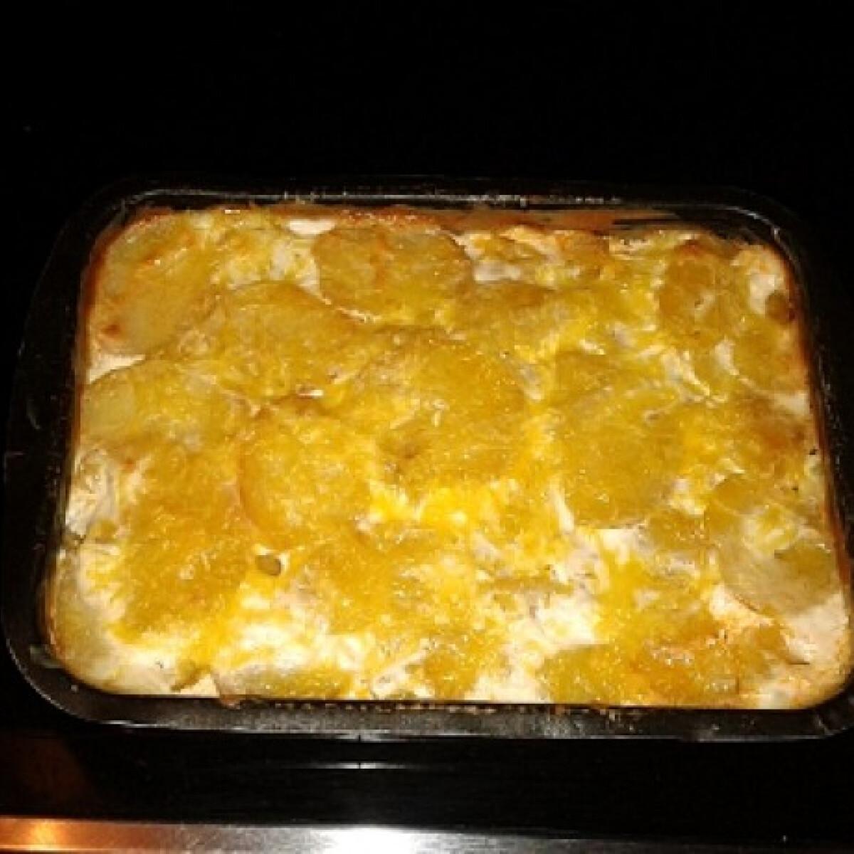 Ezen a képen: Rakott krumpli Sünike konyhájából