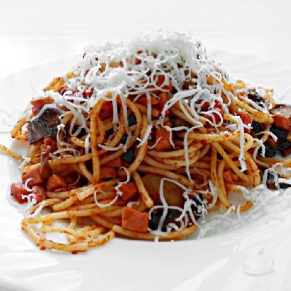Ezen a képen: Milánói spagetti Jahmaica konyhájából