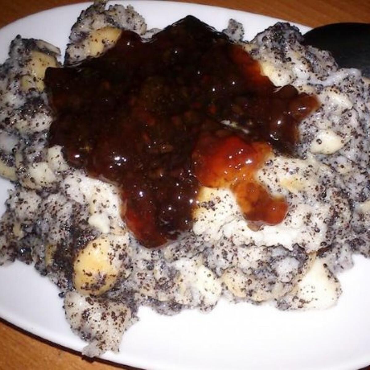 Ezen a képen: Fahéjas-mákos guba