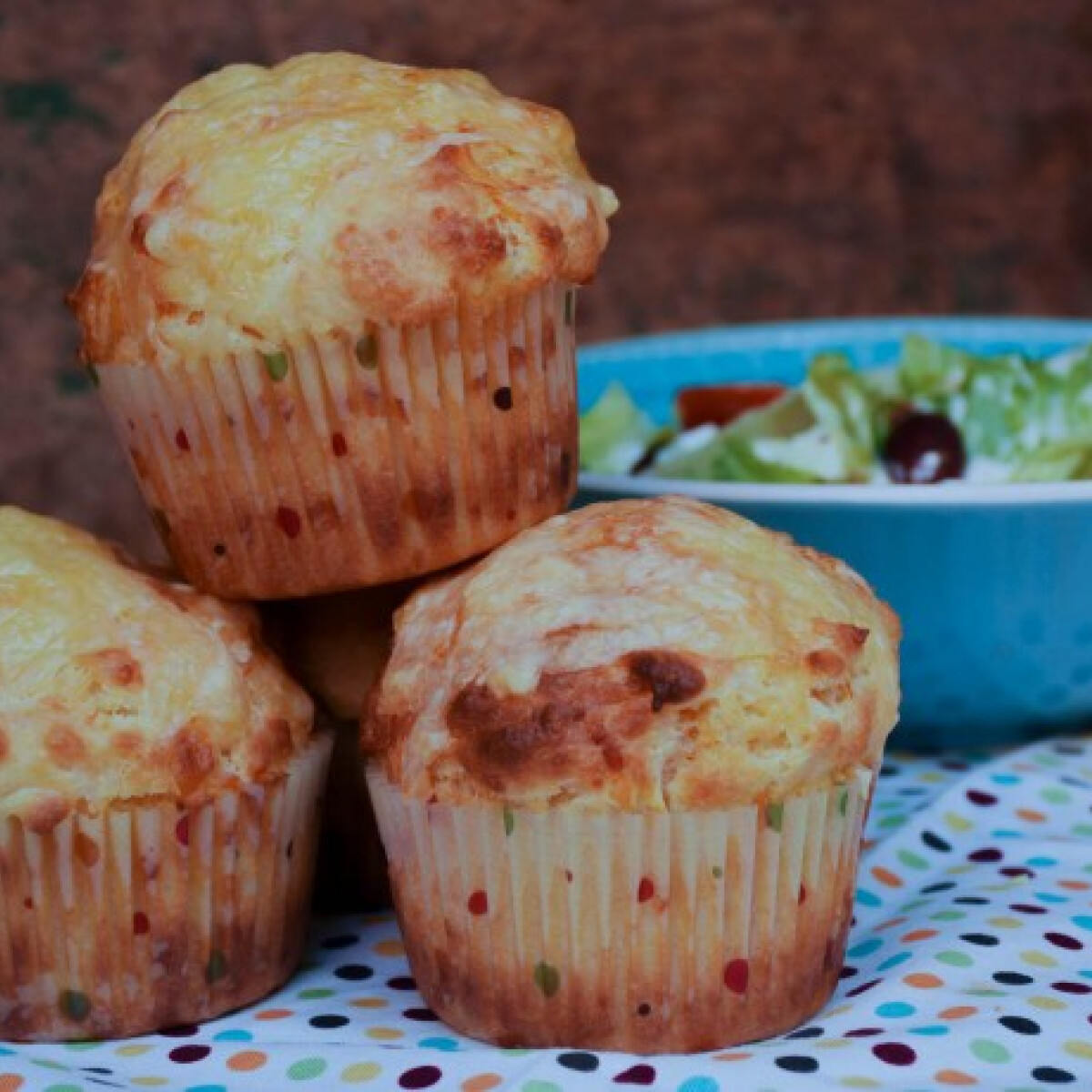Ezen a képen: Kétsajtos muffin