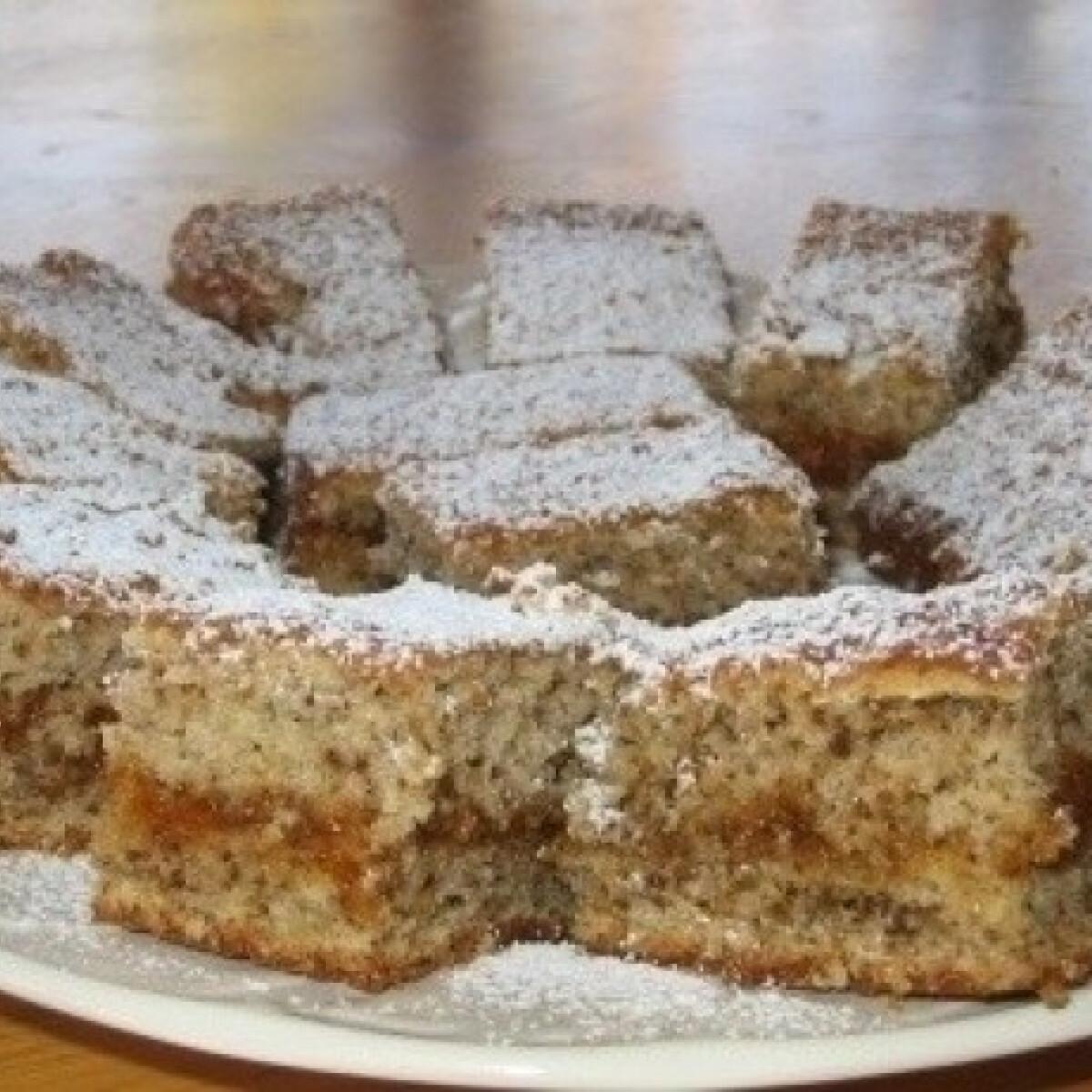 Ezen a képen: Diós süti