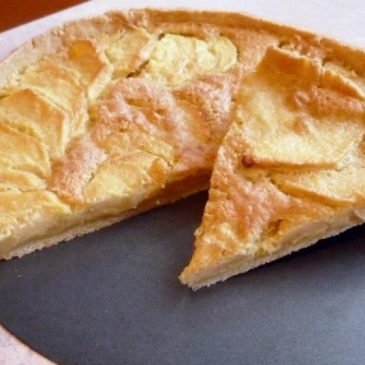 Ezen a képen: Almás pite vaníliasodóval sütve