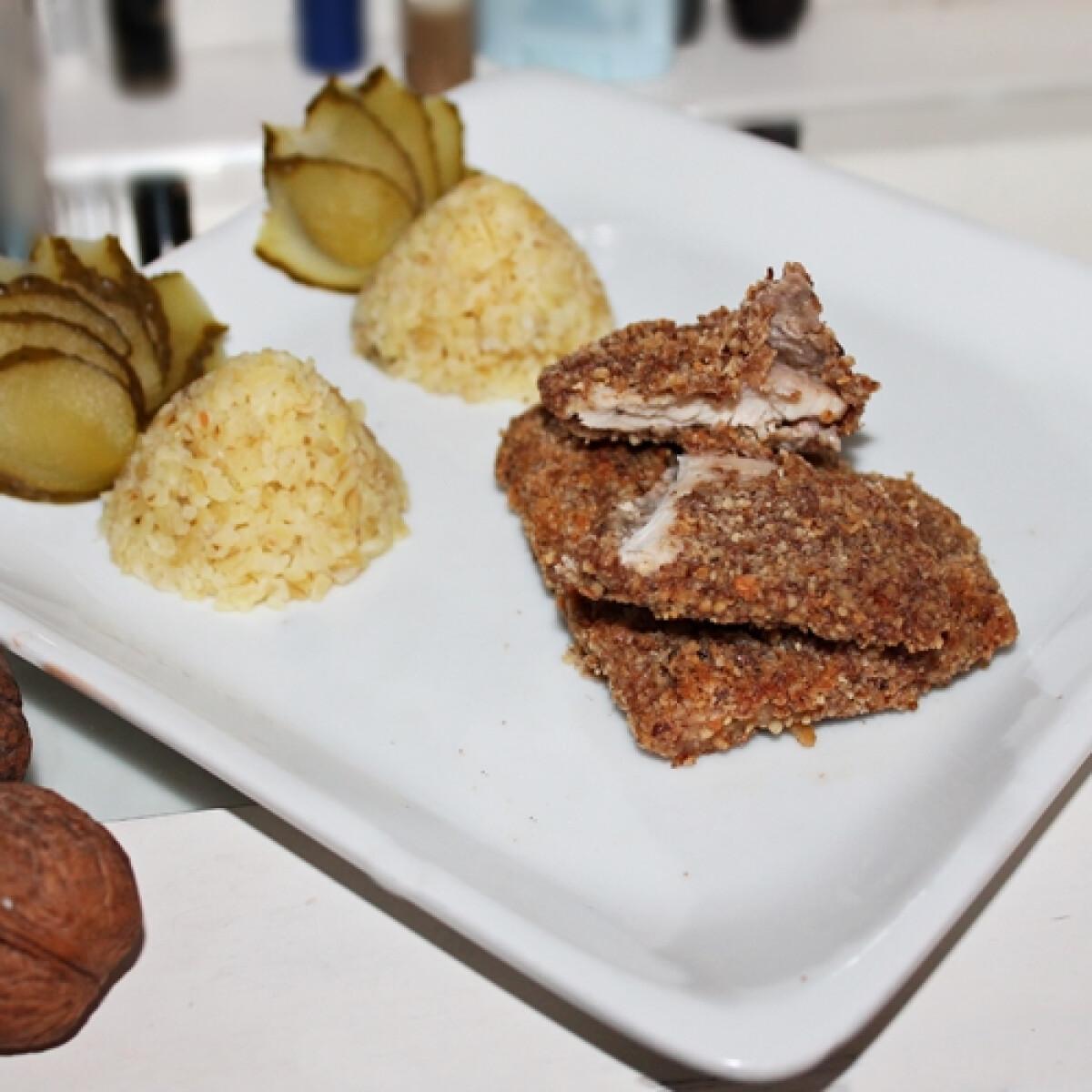 Ezen a képen: Diópanírban sült hús bulgurpiramissal